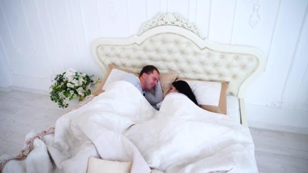 видео моя жена в постели