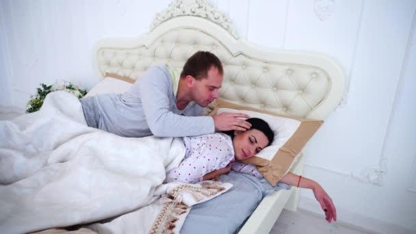 могла полностью видео как встают утром супруге любит анальный секс