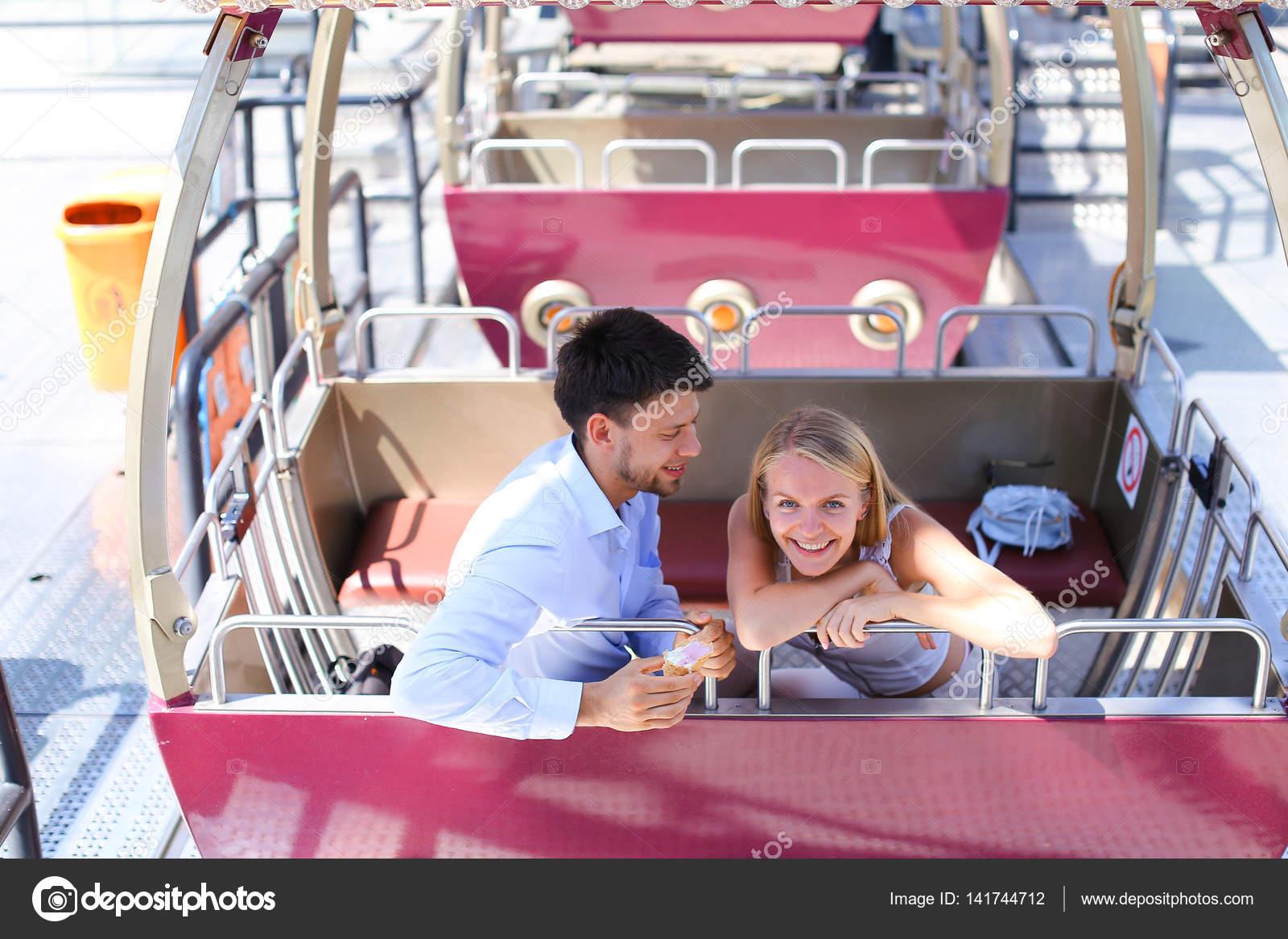 Секс в кабине колеса обозрения, Крутой аттракцион: парочка занялась сексом на колесе 25 фотография