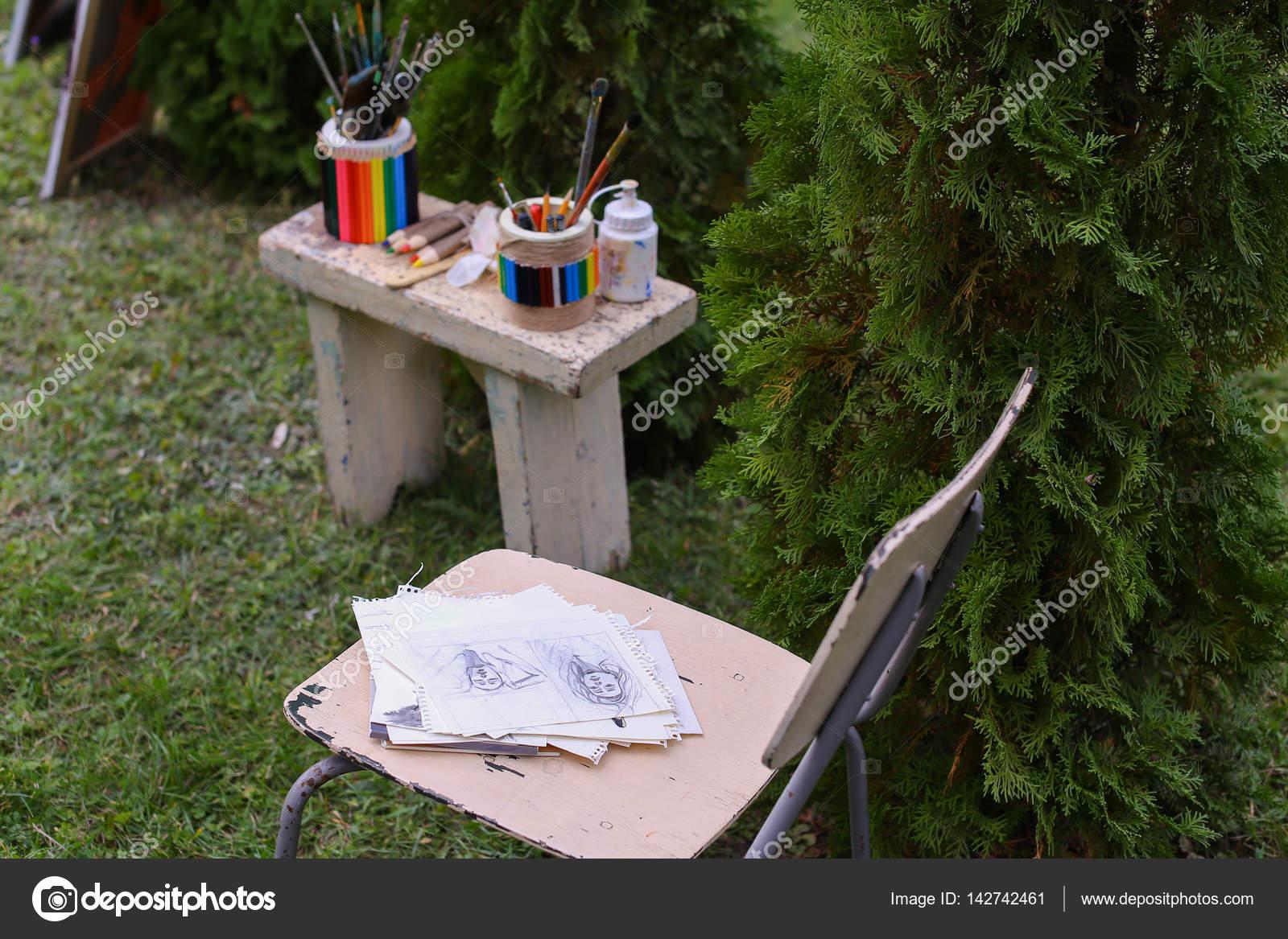 Fotomaterialien Zeichnen Und Stuhl Auf Die Liegenden