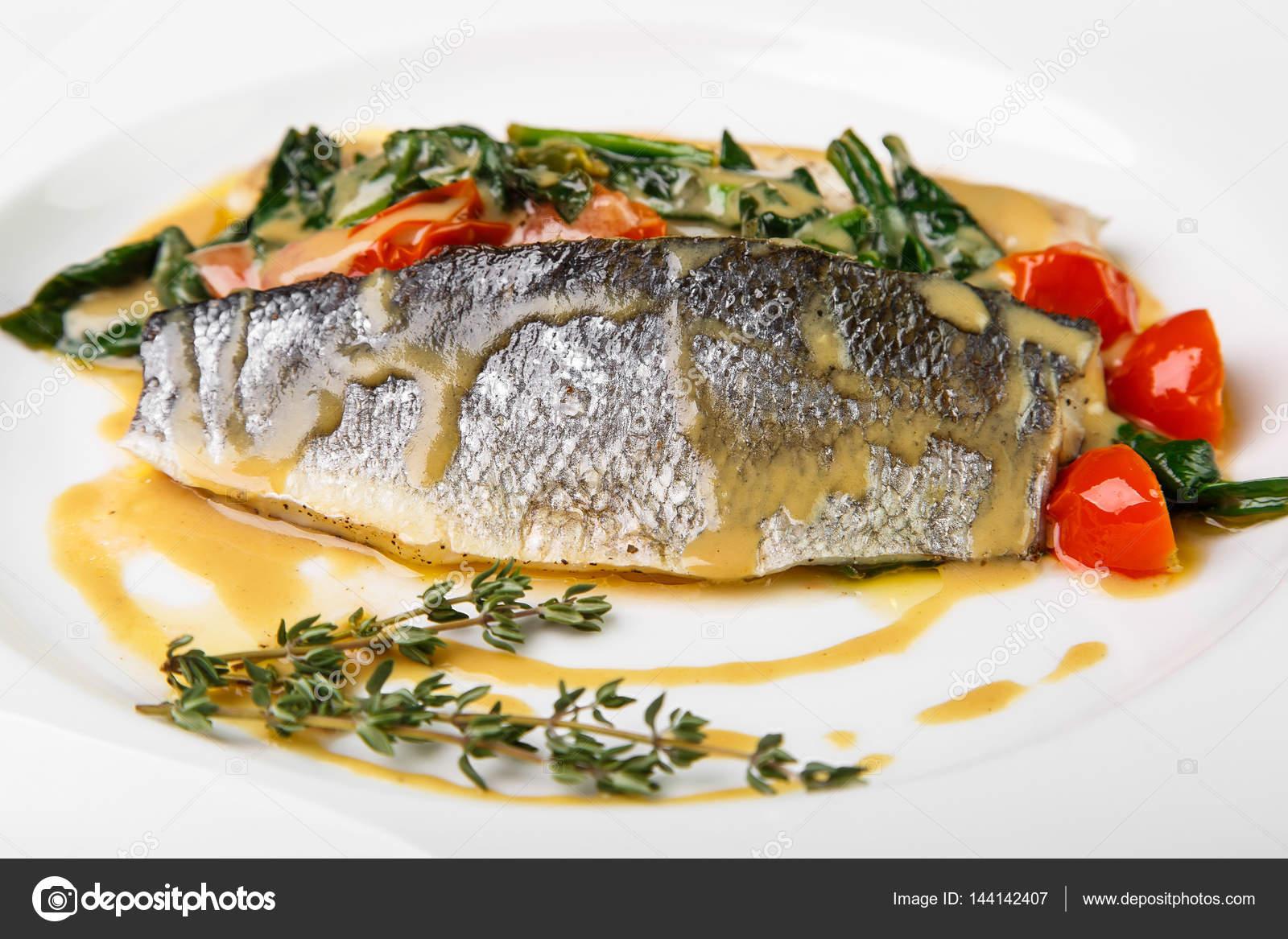 Овощи с рыбой в соусе