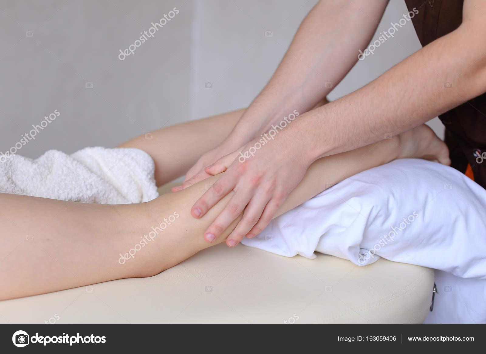 Пришел массажист к девочке