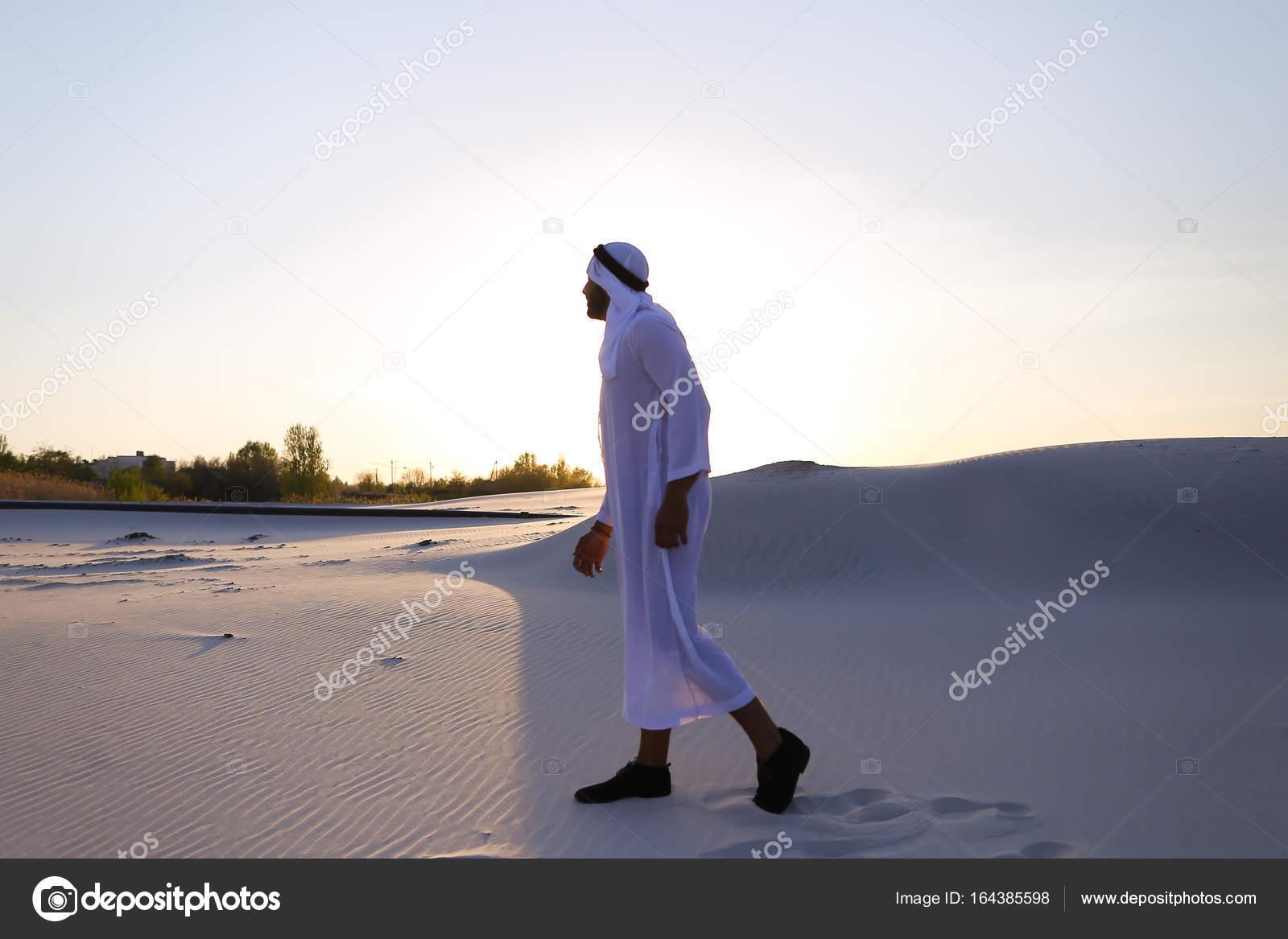 randí se starším arabským mužemapp olympionici používají k připojení