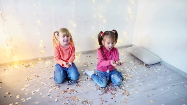 Dvě děti bavit doma vánoční party