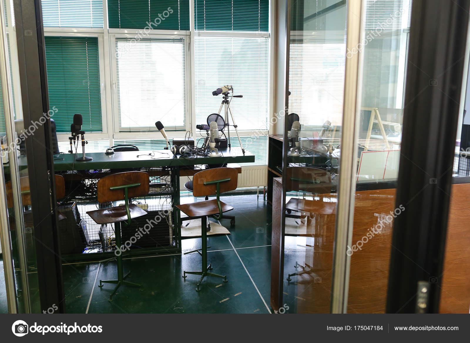 оборудованием с работа в фото студии