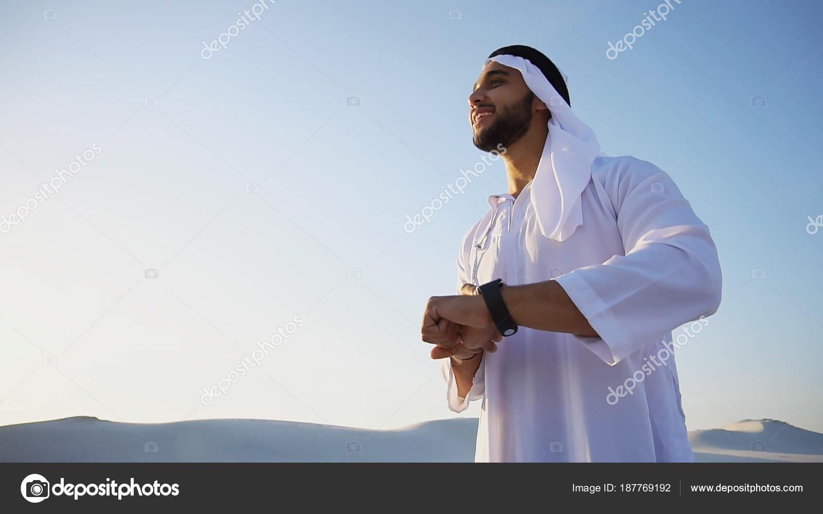 Guten Morgen Für Männliche Sheikh In Der Mitte Der Riesigen