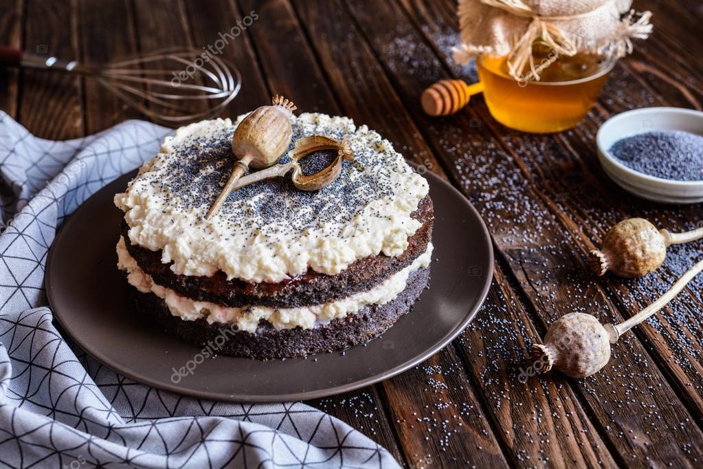 Mohn Kuchen Mit Mascarpone Und Schlagsahne Stockfoto