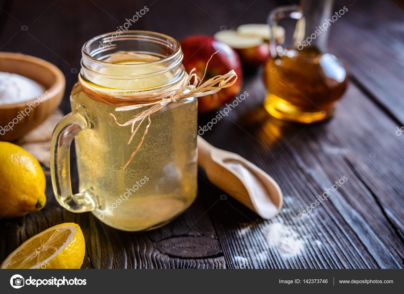 Appel Cider Azijn Citroen En Baking Soda Drinken Stockfoto