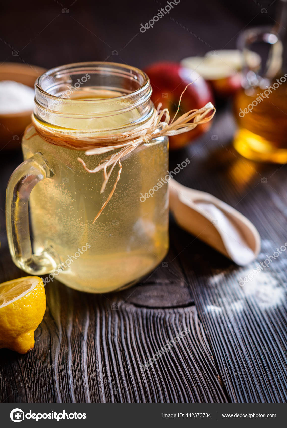 Apple cider vinegar, lemon and baking soda drink — Stock