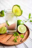 Osvěžující nápoj vápno