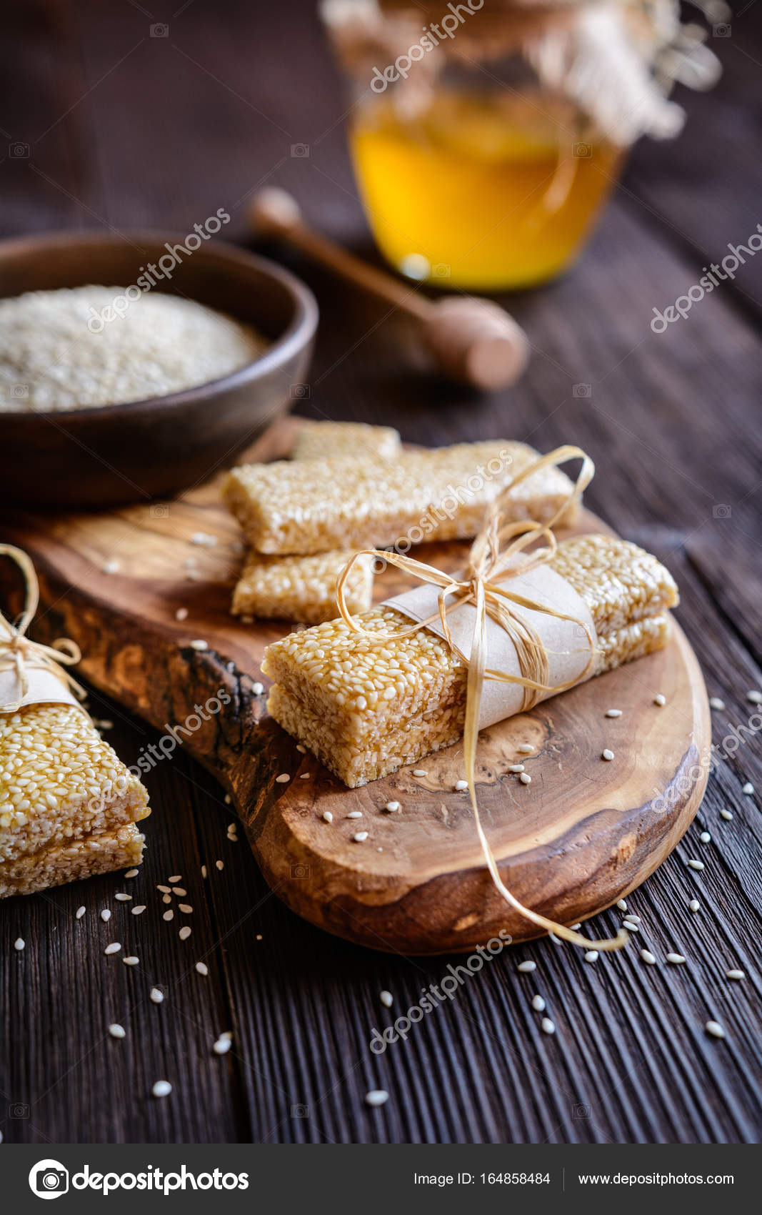 Sesam-Samen und Honig-bars — Stockfoto © NoirChocolate #164858484