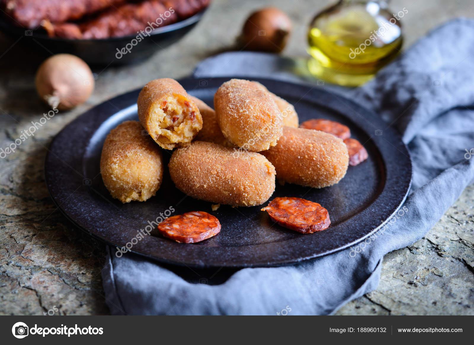 Chorizo-Kroketten - traditionelle spanische Küche — Stockfoto ...