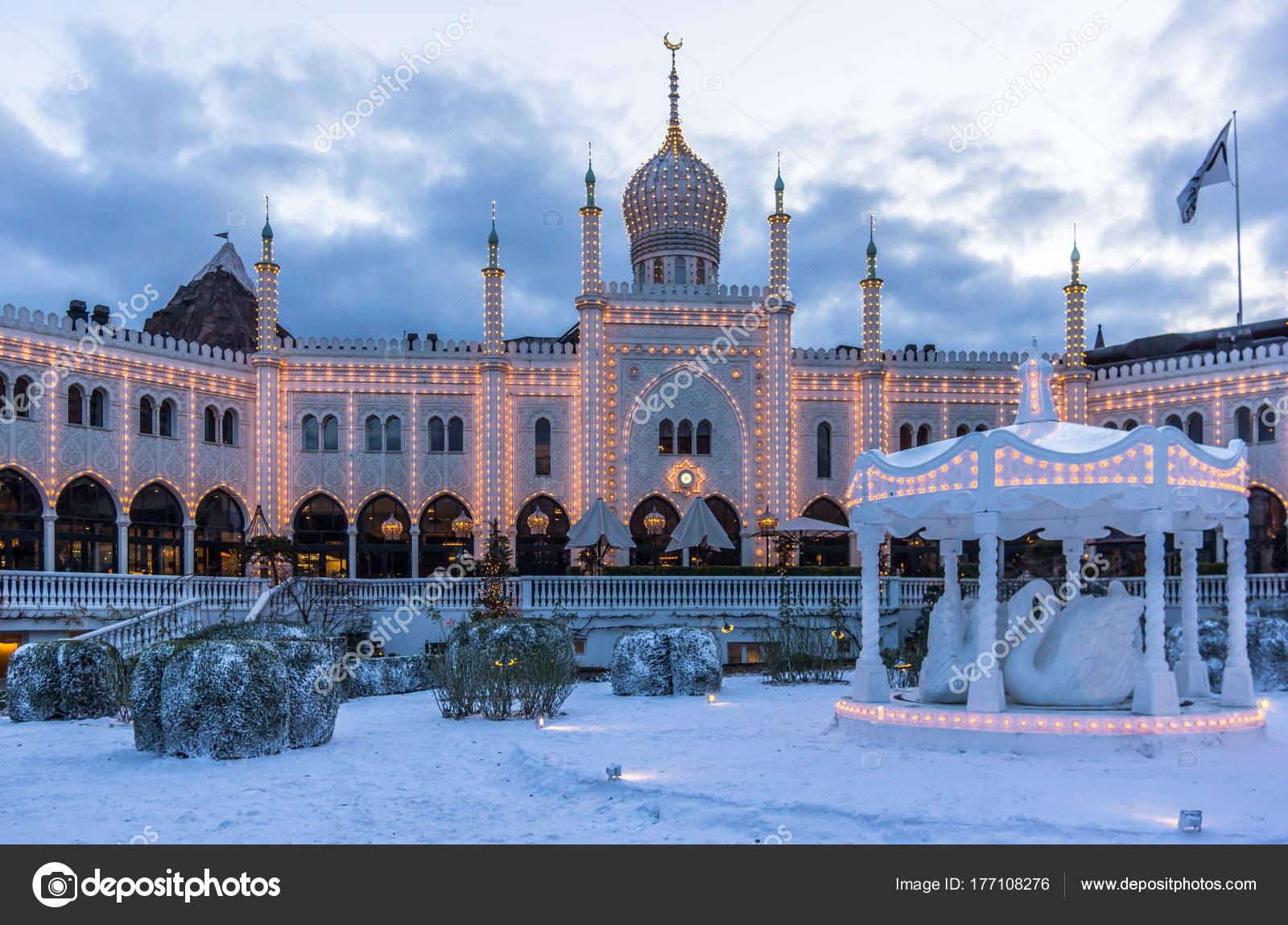 Decorazione di inverno a palazzo moresco a giardini di tivoli u2014 foto
