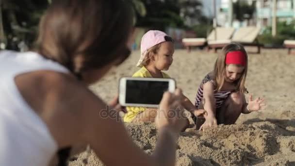 dívky jíst kočička fotky