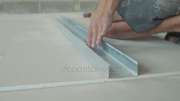 Pracovní označení sádrokartonu list pro instalaci v nově vybudovaném domě