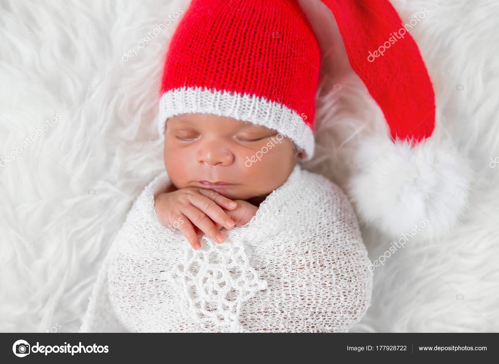 Adorable Newborn Baby Girl Wearing Santa Hat Sleeping White Snowflake —  Stock Photo 4df73e6f52e