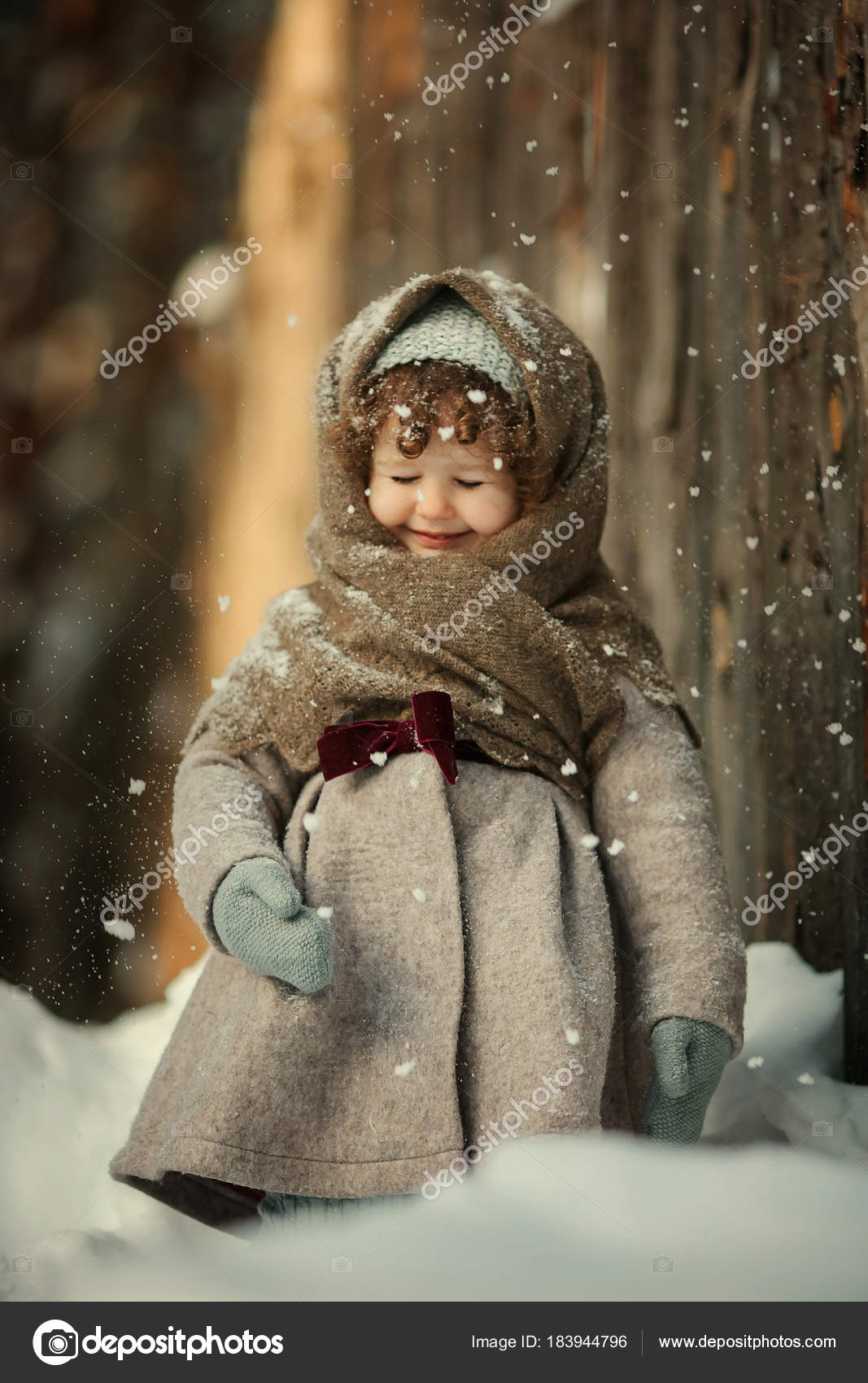 ead23ef90 Outdoor Portrait Cute Smiling Little Girl Warm Shawl Vintage Coat ...