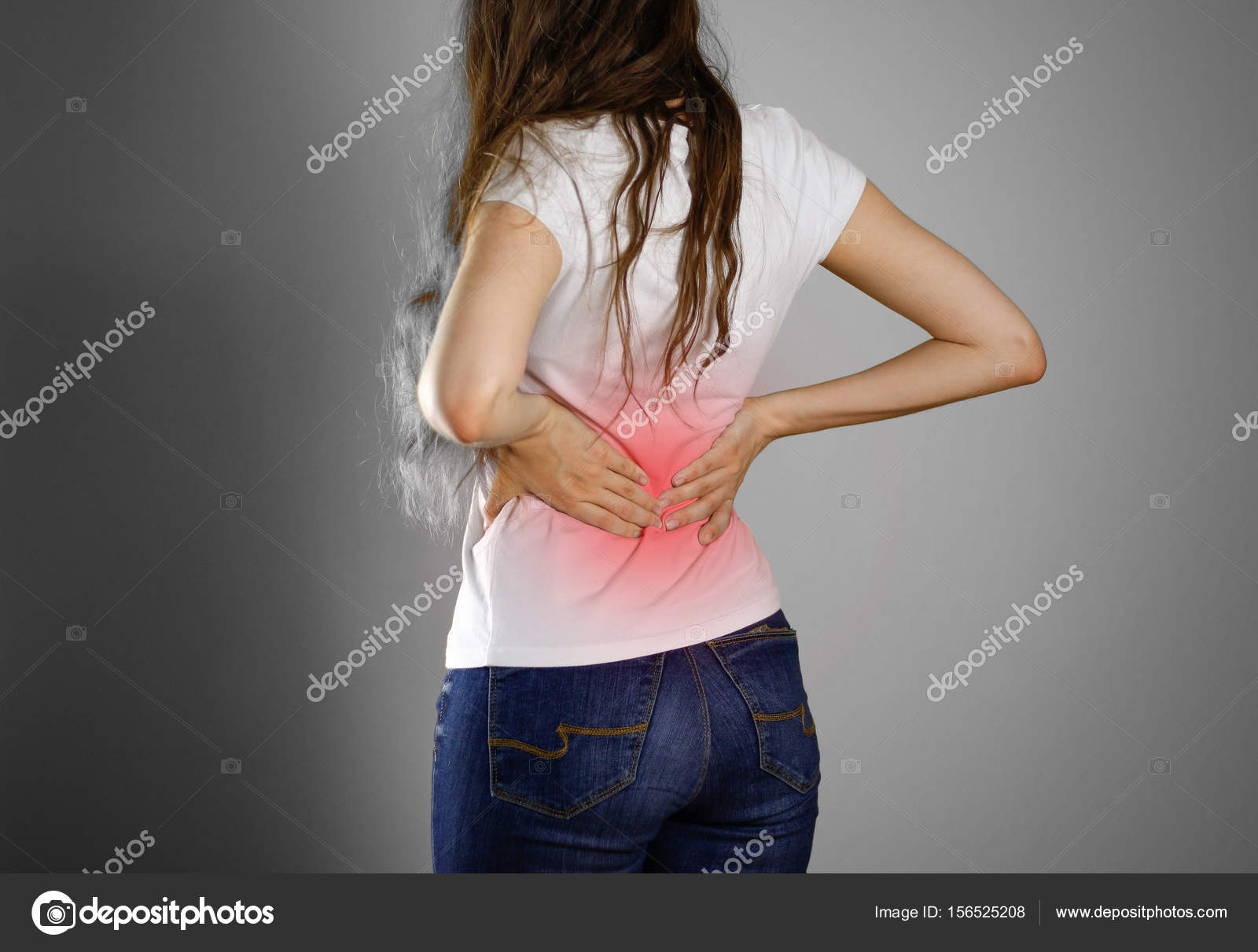 Eine Frau hält sich zurück. Schmerzen im unteren Rücken. Andros ...