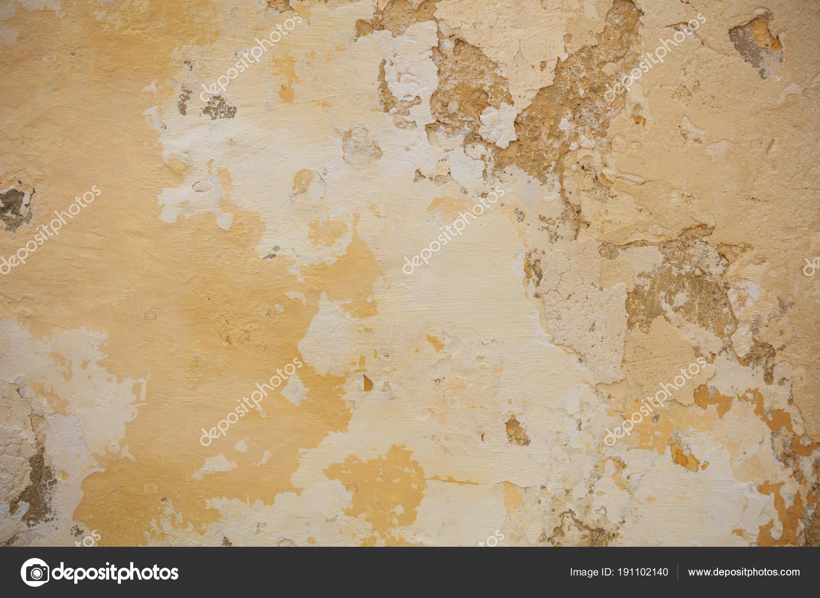 Verwitterte gelb gestrichenen Wand Hintergrund, teilweise verblasst ...