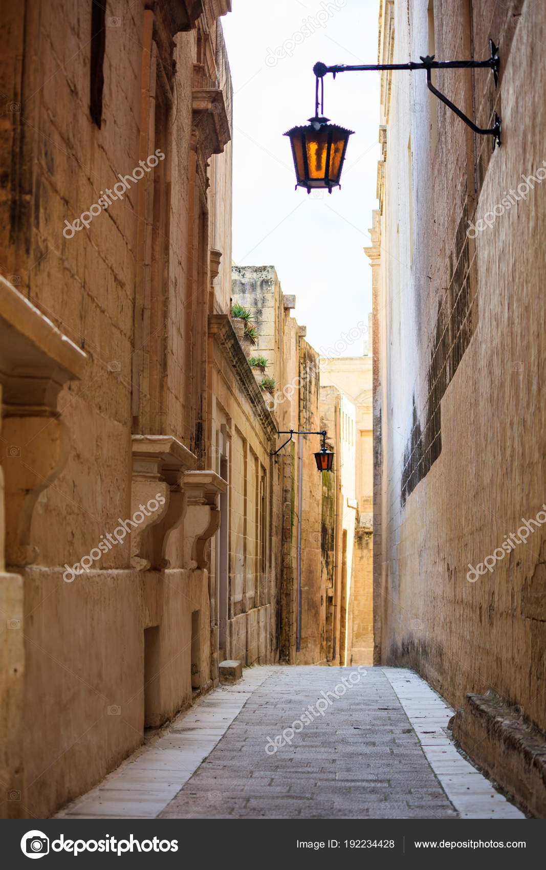 Malta mdina antiche stradine di citt medievale for Immagini facciate case