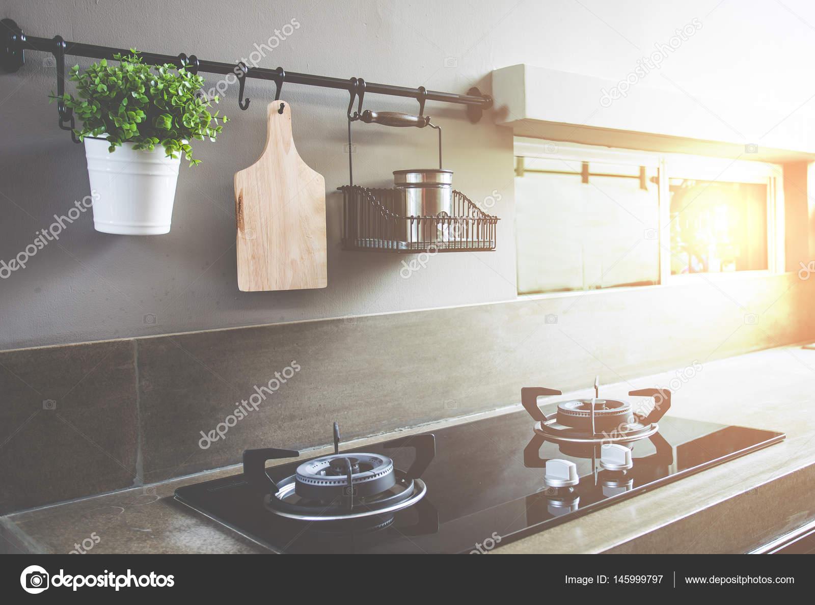 rustikale Küche Hintergrund unscharf gestellt — Stockfoto ...
