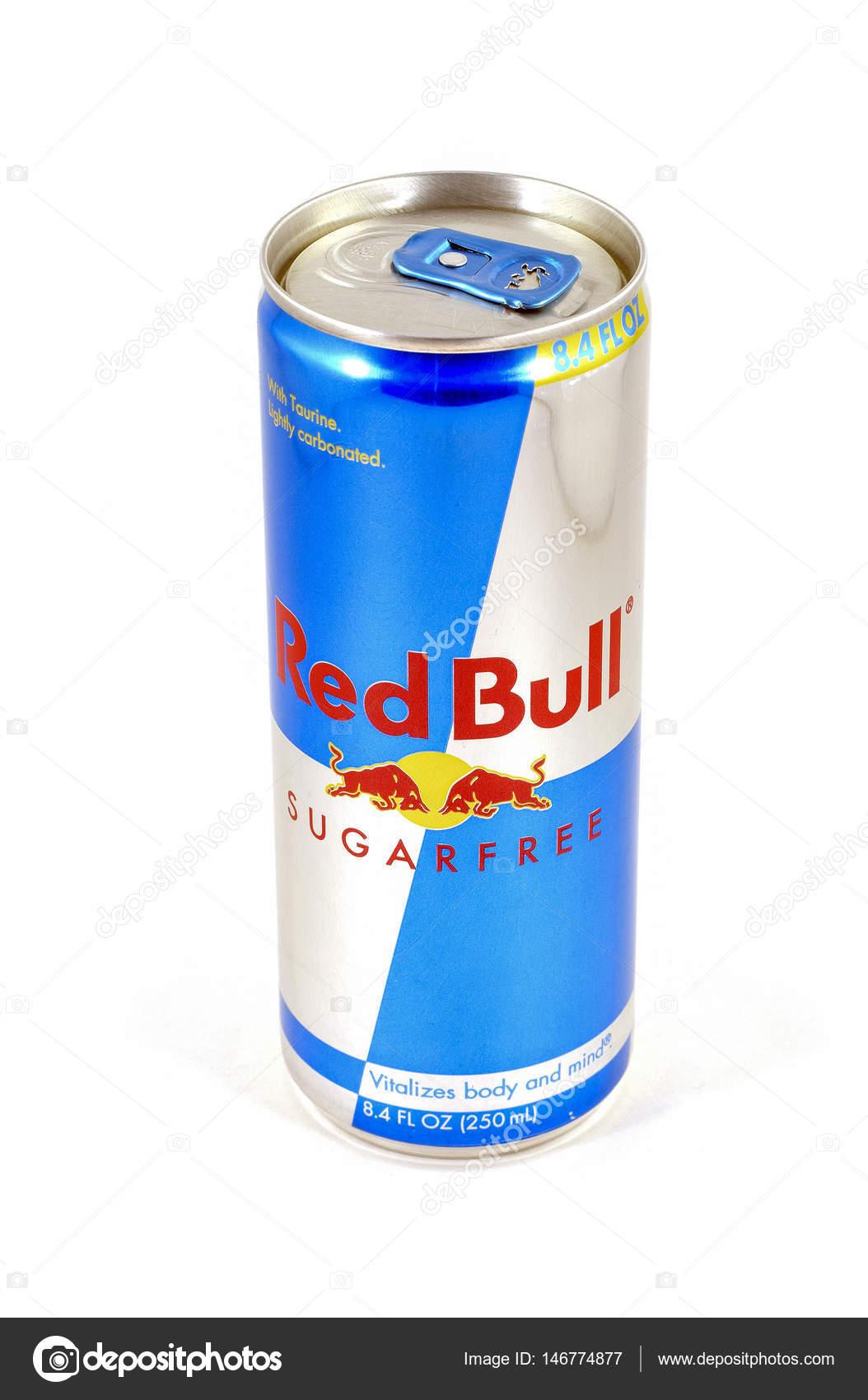 lata de bebida energética de touro vermelho — Fotografia de Stock ... 35530645ee8