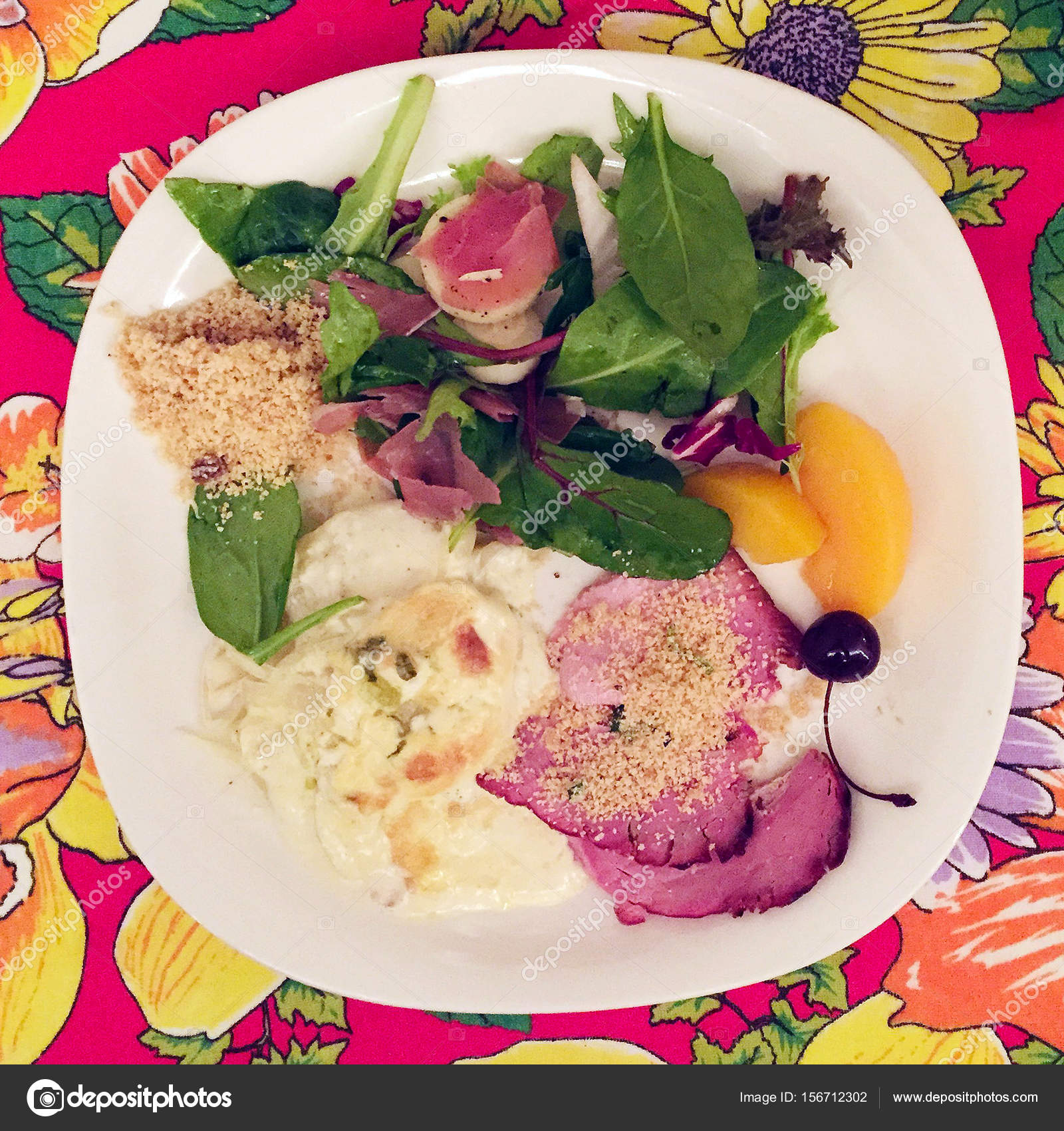 Brazilian Christmas dinner plate with ham and salad on colorful tablecloth u2014 Photo by cabecademarmore  sc 1 st  Depositphotos & Brazilian Christmas dinner plate u2014 Stock Photo © cabecademarmore ...