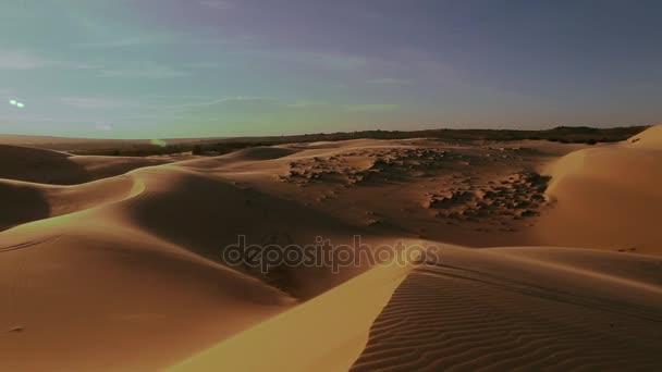 Naplemente sunbeam sivatagi lassított nézet