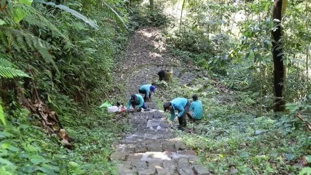 Kamenné schody až mountine