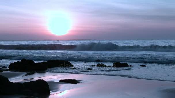 Nepřehlédnutelné barevné sanset oceánu Panorama.