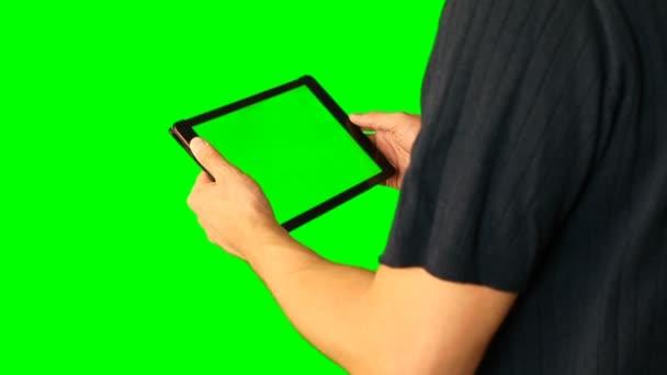 Ember tabletta használata a zöld képernyő megduplázódott a nagy képernyőn.