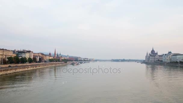 Fly a Duna felett. Budapest Magyarország Dunai panorámával