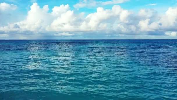 Klidné modré moře pozadí. Dovolená na Bali, Indonésie.