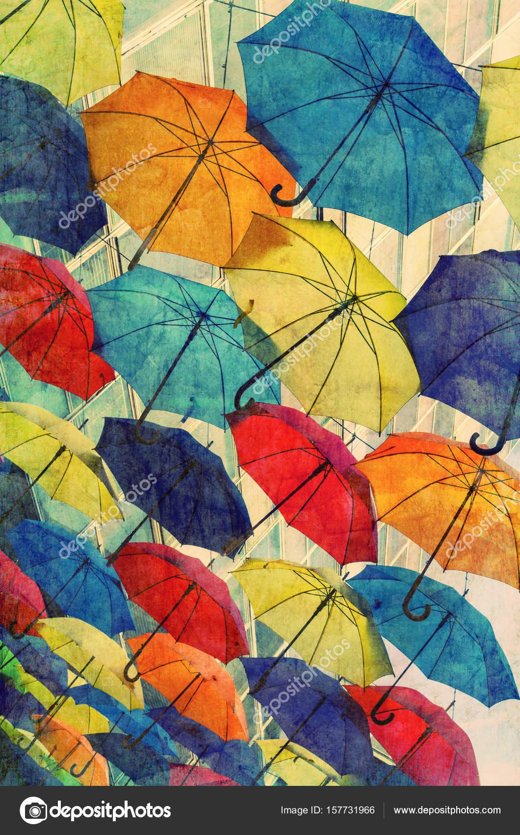 Viele Sonnenschirme färben den Himmel mit Grunge Texturen überlagert ...