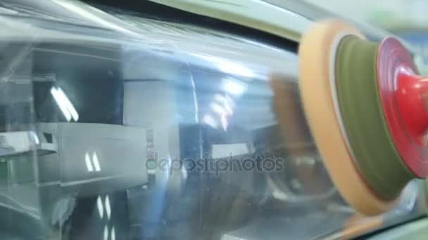 gros plan voiture lampe ou phare avant polissage renouvel de projecteur vid o andrew282. Black Bedroom Furniture Sets. Home Design Ideas