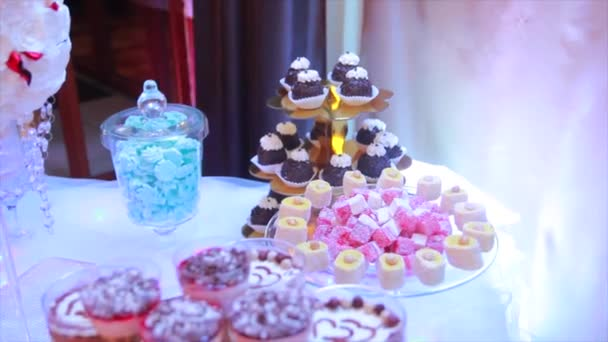 Elegantní svatební candy bar stolničení uspořádání