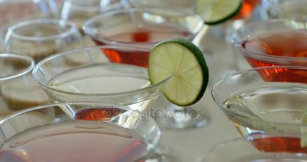 Roter Martini Cocktail in Gläser in eine Bar oder eine party