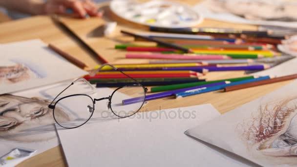 Zátiší v kanceláři s domácí model ilustrace, brýle, vybavení, coffee cup nemovitostí a architektura design podnikání koncepční