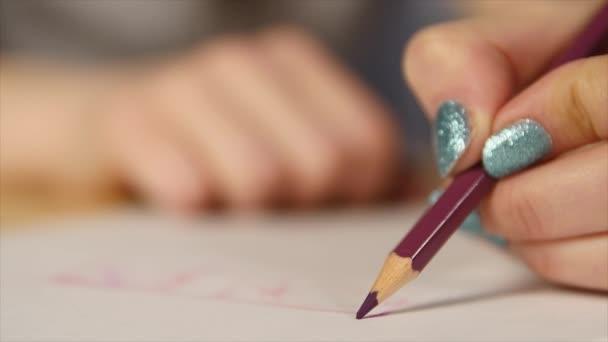 a színes ceruza fej törés közelről