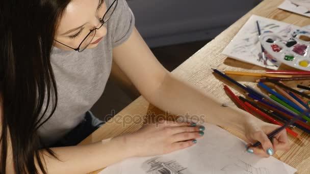 Dívka v obrázcích brýle. pohled shora
