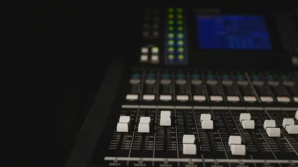 různé režimy zvuku konzole