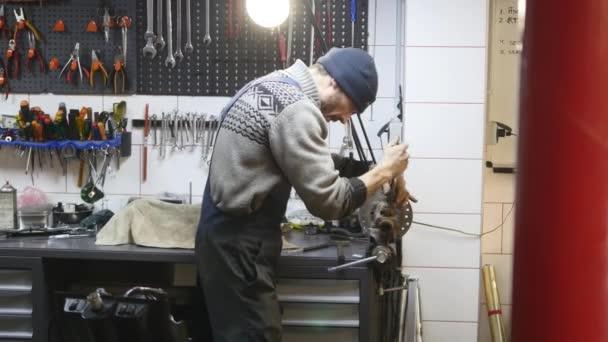 technik na opravu brzdný systém v servisech