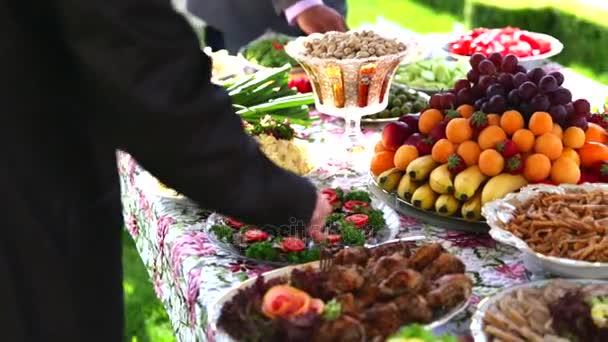 catering, svatební buffet potravin tabulka