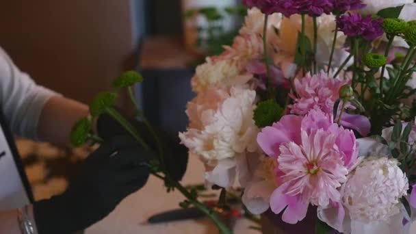Blumengeschäft Hand machen Blumensträuße Blumen in grau Topf ...