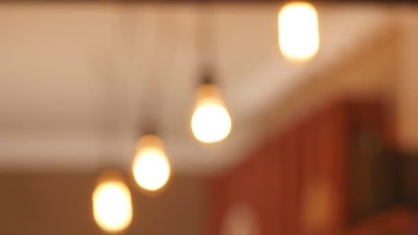 Skupina vintage žárovka světla s objektivu flare 3d vykreslování animací. Světla zapnuta