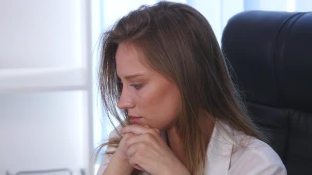 Portrét koncipovaný obchodních žena v úřadu