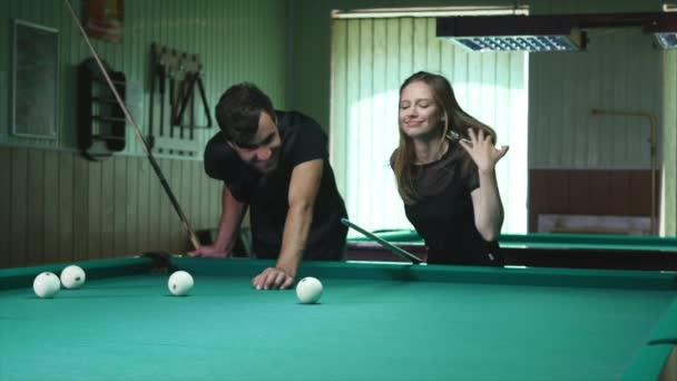 krasivo-bilyardniy-klub-smotret-video-sluzhanku-v-zadnitsu