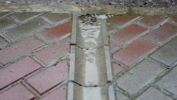 Víz kivezetése, az utcán