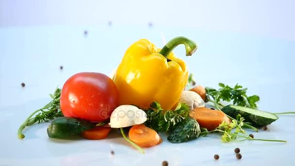 nagy csoport a zöldségek, a fehér háttér