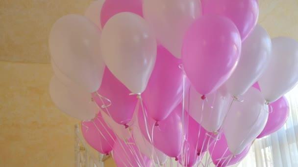 Rózsaszín és fehér party ballonok